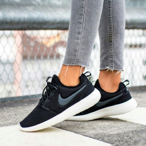 best service 8e647 fdb37 ... anthracite 72038 9ed65  shop nwt nike roshe two womens black white shoe  a2b42 a0113